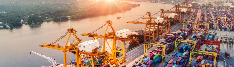 Container Hafen Schiff Handel Industrie Kreditversicherng Forderungsausfall Warenkreditversicherung