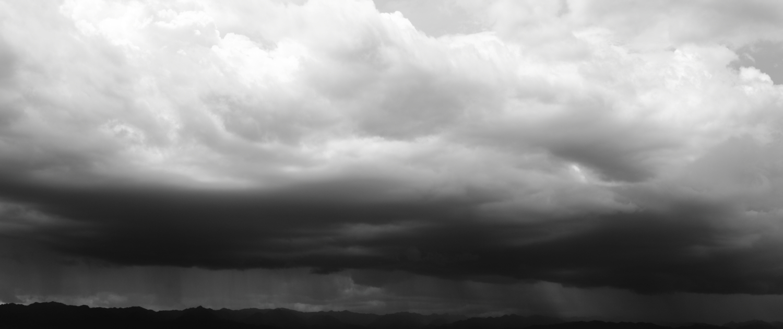 Dunkle Wolken Wirtschaft gestiegenes Risiko Kreditversicherung Bürgschaften Factoring